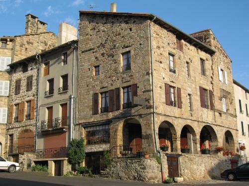 Pradelles tourisme vacances week end - Office tourisme haute loire ...