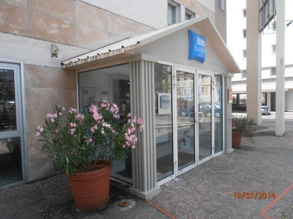 ibis budget lyon palais des congr s hotel in caluire et. Black Bedroom Furniture Sets. Home Design Ideas