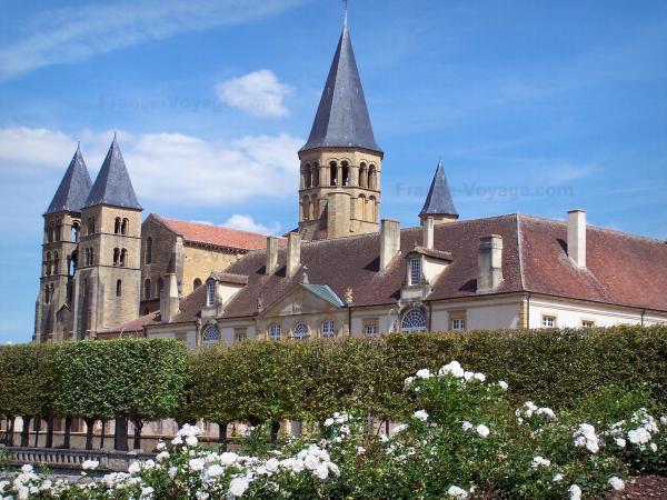 La basilique de paray le monial guide tourisme vacances - Chambres d hotes paray le monial ...